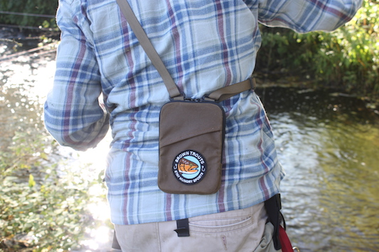 Brown Trouts Shoulder Bag von Stay Hungry Sports